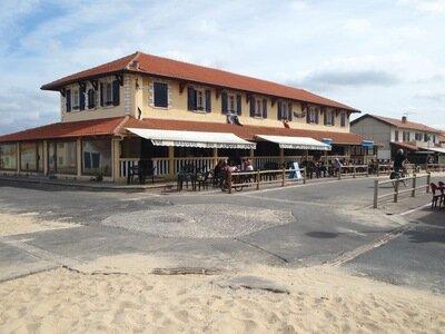 Bar L'Ocean direkt am Ende der Strandpromenade | WLAN kostenlos