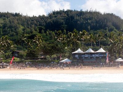 Billabong Pipeline Masters underway in Hawaii