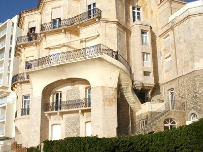 Alte Häuser und Villen zeichnen das Stadtbild von Biarritz aus