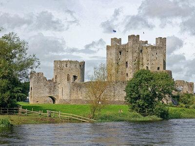 Sollte einmal keine Welle sein erwarten dich Alte Schlösser und Burgen in Irland | ©Mathias Klinger pixelio.de