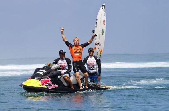 copyright ASP | Mick Fanning Claims Billabong Pro Tahiti