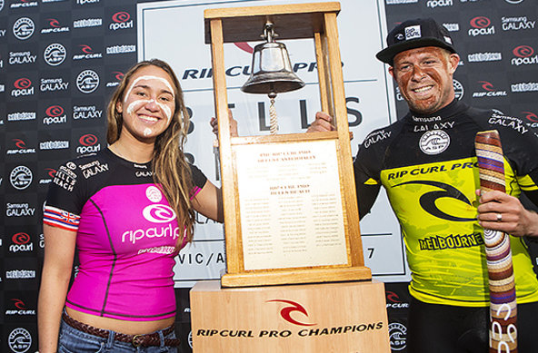 Copyright: ASP / Kirstin Scholtz | Mick Fanning and Carissa Moore Ring the Bell at the Rip Curl Pro
