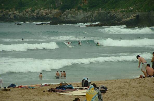 Wellenreiten lernen   Surfcamps für Frauen und Mädchen