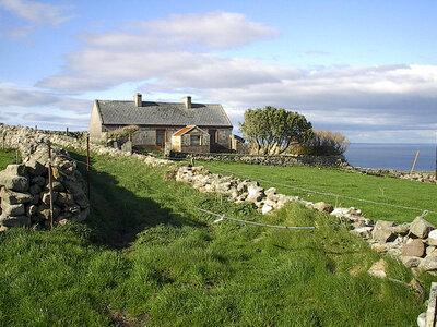 Romantische Landschaften erwarten dich auf deinem Surftrip in Irland | ©Folker-Timmermann