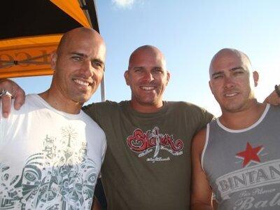 Credit:© Tom Dugan Quiksilver   Kelly Slater mit seinen drei Brüdern in Florida