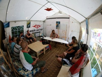 surf-theory in the common tent