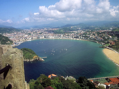 Das Rio Spaniens | Die Surfstadt im Herzen des Baskenlandes | ©zauberstab08 pixelio.de