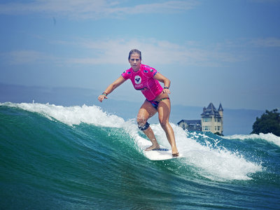 (c) Aquashot    Steinriede Claims Roxy Pro Longboard in Biarritz