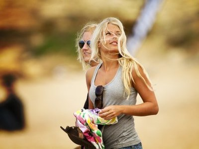 (c) ricardo bravo | Quiksilver Pro Portugal | blond girls