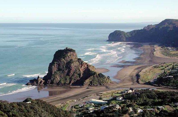 Piha | surf spot | New Zealand