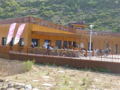Surf Spot Ribeira d'Ilhas | Restaurant und Surfschulen mit öffentliche WCs und Duschen