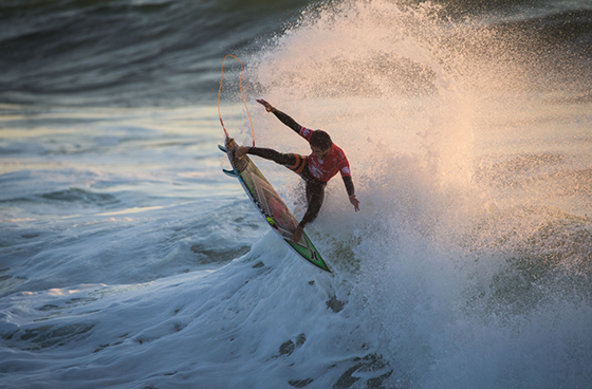 Image: WSL / Poullenot | Caption: Filipe Toledo (BRA) lit up in the final and wins the Moche Rip Curl Pro Portugal