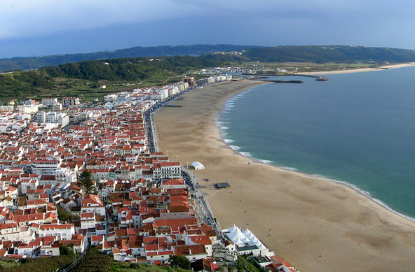 © Gerd_Schneider_pixelio.de   Nazaré in Portugal - der Big Wave Spot für Wellenreiter