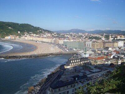 Wellenreiten im Baskenland | Blick vom Monte Urgul auf San Sebastian