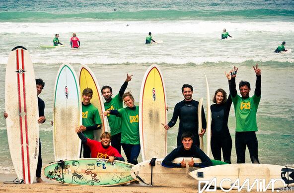 camino surfer am strand von valdovino