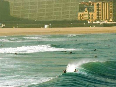 Photgrapher Lars Jacobsen | surfing in front of the Kursaal | San Sebastian
