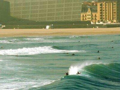 Photgrapher Lars Jacobsen | surfing in front of the Kursaal | San Sebastian