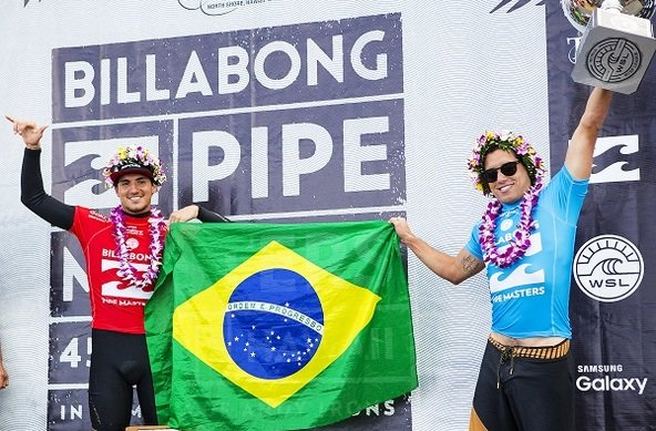 Image: WSL / Kirstin | Adriano de Souza Claims 2015 WSL Title at Pipeline