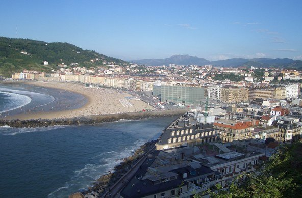 Surfing San Sebastian | The beach