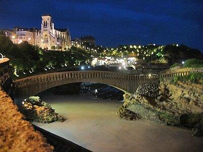 Wellenreiten im Baskenland | Biarritz bei Nacht