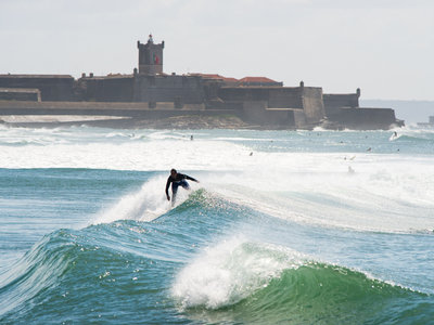 Photographer Lars Jacobsen | Surfing Lisbon Carcavelos beach