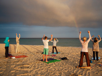 Yoga am Strand OTRO MODO  Surf Camp Fuerteventura | supported by BILLABONG