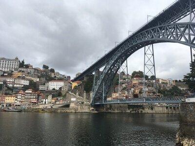 Wellenreiten im Norden von Portugal | Wellenreiten und dann die Stadt Porto erkunden