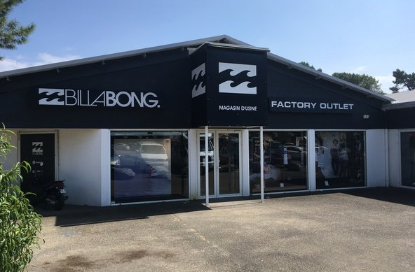 Surf Factory Outlets by Billabong, Quiksilver, Rip Curl, Volcom, Carharrt in Soorts - Hossegor