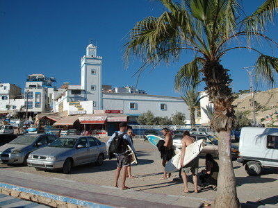 By bus from Taghazout to the surf spots in Tamraght or direction Imsouane